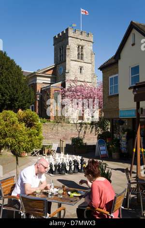 Diners eat lunch Al Fresco, and St. Marys / Saint Mary's Anglican Church of England in Twickenham. West London. - Stock Photo