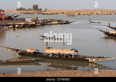 Fishing and cargo boats on River Niger at Mopti in early morning, Mali - Stock Photo
