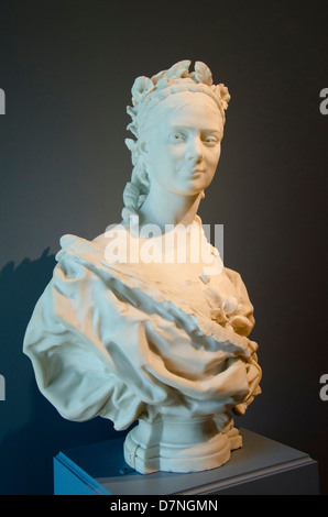 Ohio, Cleveland. The Cleveland Museum of Art. Marble bust of a lady, French, c. 1872, by Jean-Baptiste Carpeaux. - Stock Photo