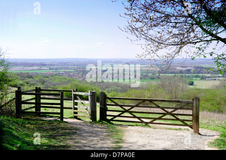 Oxon - Chiltern Hills - footpath and gateway on to Watlington Hill - distant view over countryside to Watlington - Stock Photo