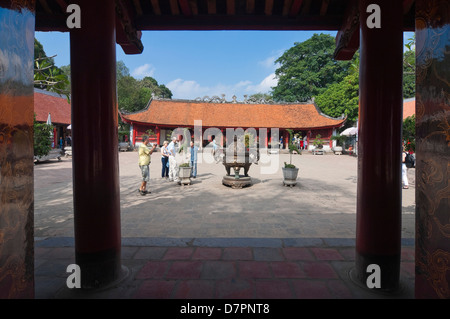 Horizontal view of the Courtyard of the Sage sanctuary and the House of Ceremonies, Bai Duong, inside the Temple - Stock Photo