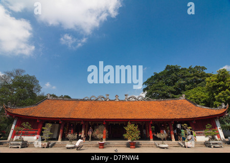 Horizontal view of the House of Ceremonies, Bai Duong, at the Temple of Literature in Hanoi on a sunny day. - Stock Photo