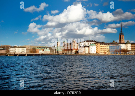 Outside  the Stockholm city hall  in the Stadhusterrassen terrace garden looks across the water to the old town - Stock Photo