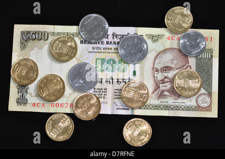 five hundred rupee note and coins of denomination 5, 2 and 1 rupees. - Stock Photo