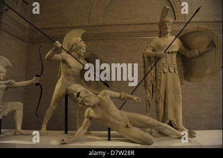 Aegina West Pediment. Sanctuary of Aphaia, Reconstruction by Bertel Thorvaldsen (1770-1884). Athena and warriors. - Stock Photo