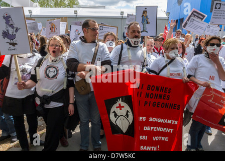 Paris, France, Nurses Demonstration, Collective 'Ni Bonne, Ni Nonns, Ni Pigeonnes' For Support of Government Funding - Stock Photo