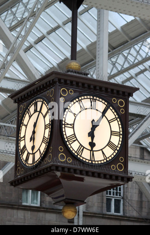 Clock in the main concourse at Glasgow Central railway station, Scotland. - Stock Photo