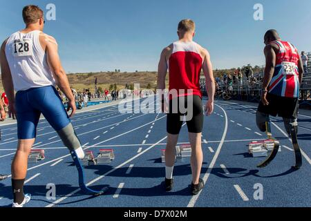 Colorado Springs, Colorado, USA. 14th May 2013. Runners line up for the 100 Meters (Below the Knee Single & Double) - Stock Photo