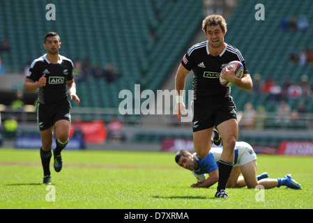 Kurt Baker (Full Back, New Zealand) leaving Argentinian players in his wake as he runs and scores a try during the - Stock Photo