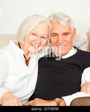 zwei Senioren lachen - Stock Photo