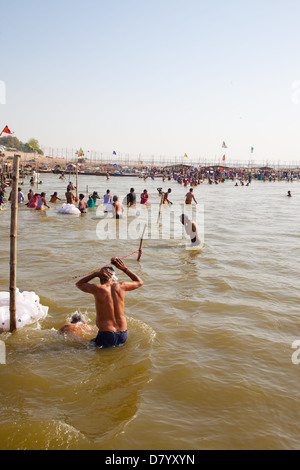 river ganges and yamuna meet at the flag