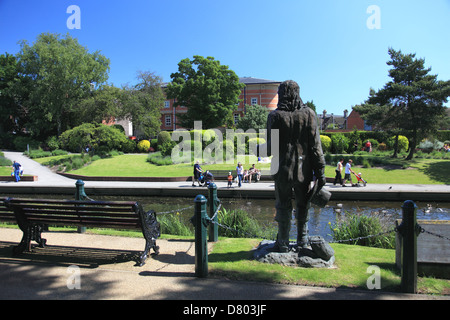 """Statue of Izaak Walton, author of """"the Compleat Angler"""" in Victoria Park, Stafford overlooking the river Sow - Stock Photo"""