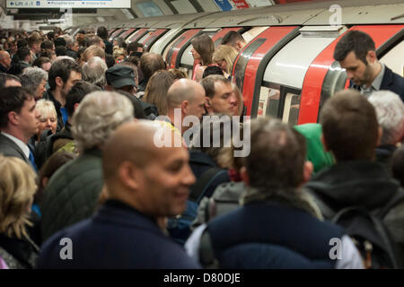 London, UK. 16th May 2013. Severe delays on the Northern line, due to signal problems at Clapham Common, continue - Stock Photo