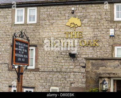 Royal Oak Pub at Hurdlow on the Tissington Trail in the Peak District National Park, Derbyshire, England - Stock Photo