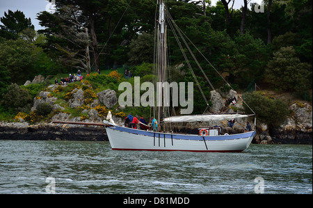 Traditonal boat 'Ariane' : replica of pilot cutter of the 19th century, based in Le Croisic, here, near Port Anna. - Stock Photo