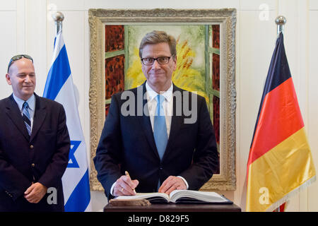 Jerusalem, Israel. 17th May 2013. German Foreign Minister, Guido Westerwelle, signs the guest book on arrival to - Stock Photo