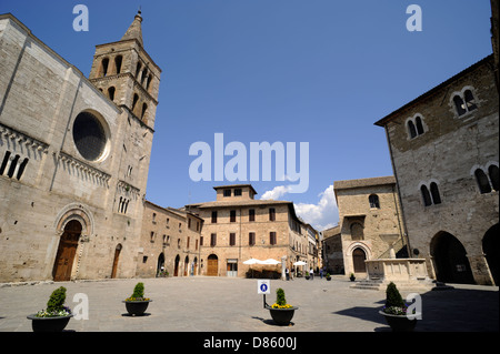 italy, umbria, bevagna, piazza silvestri, church of san michele and palazzo dei consoli - Stock Photo