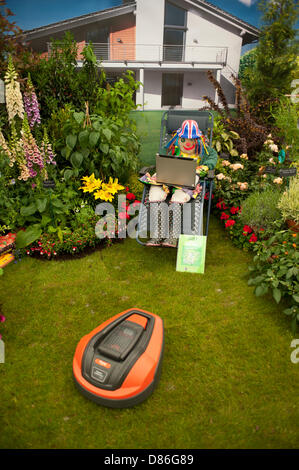London, UK. 20th May, 2013. Miracle Gro'wers 2013 themed stand at the RHS Chelsea Flower Show. Credit: Malcolm Park/Alamy - Stock Photo