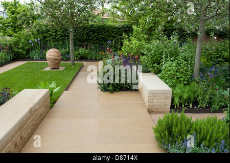 London, UK. 20th May 2013. The Homebase Garden in association with Alzheimer's Society designed by Adam Frost at - Stock Photo