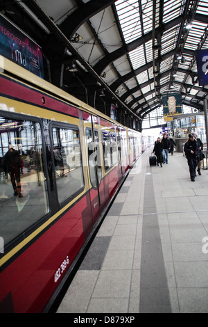 Underground line S7 of the Berlin S-Bahn, in the central station Hauptbahnhof - Stock Photo