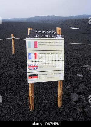 A sign at Torre del filosofo at an elevation of 2,920 meters warns people in four languages against going any further - Stock Photo