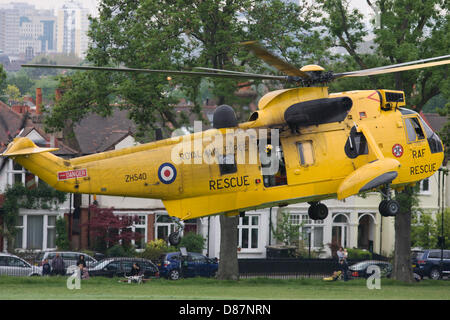 London, UK. 21st May 2013. A Royal Air Force Sea King Westland helicopter takes-off after a medical mission to deliver - Stock Photo