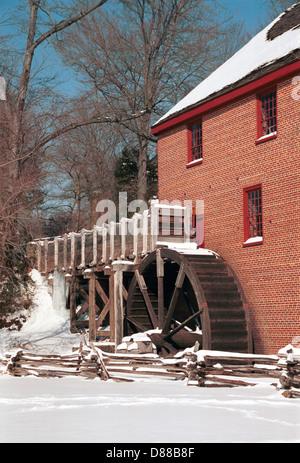 Colvin Run Mill gable roofed brick structure built 1802 Fairfax Virginia, Grist mill winter snow Virginia,Mill for - Stock Photo