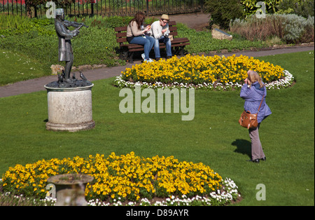 lunch and photography in Parade Gardens at Bath in April - Stock Photo