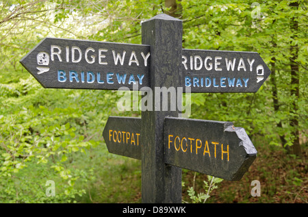 Sign post pointing the way along The Ridgeway National Trail bridleway/footpath in Wendover Woods, Chilterns, UK. - Stock Photo