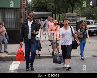 New Yorkers crossing Park Avenue at E. 86th Street, New York, NY, USA, May 22, 2013, © Katharine Andriotis - Stock Photo