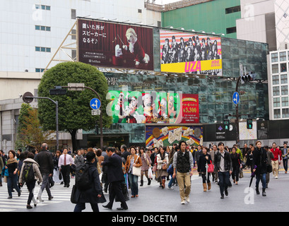 People crossing the street at the famous Shibuya crossing in Tokyo, Japan - Stock Photo