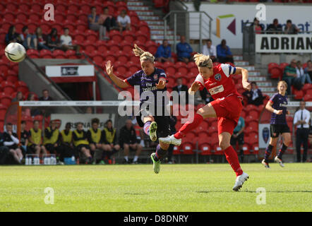 26.05.2013. Keepmoat Stadium, Doncaster, England. Yorston crosses into the box during the Womens FA Cup Final between - Stock Photo