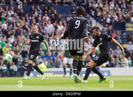 Glasgow, Scotland. 26th May, 2013.       Celtic's Joe Ledley scoring to make it 3-0  during the William Hill Scottish - Stock Photo