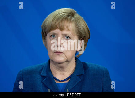 German Chancellor Angela Merkel takes part in a a joint news conference with New Premier of China Li at the Federal - Stock Photo