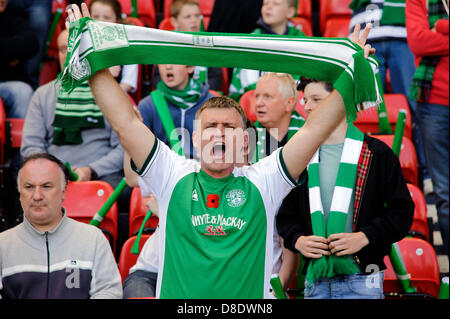 Glasgow, Scotland, UK. Sunday 26th May 2013. A Hibs fan tries to encourage his team during the Hibs v Celtic William - Stock Photo