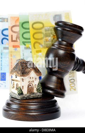 Gavel and miniature house symbol photo foreclosure - Stock Photo