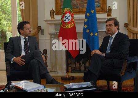 Eurogroup President, Jeroen Dijsselbloem (left) meeting with Portuguese Prime Minister, Pedro Passos Coelho (right) - Stock Photo
