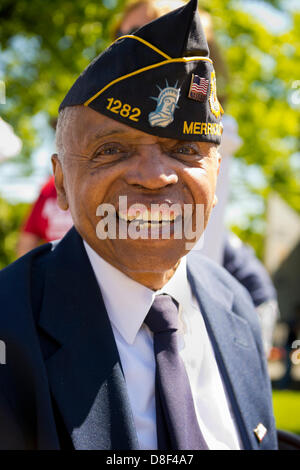 Merrick, New York, USA. 27th May 2013. Veteran BOOKER T. GIBSON, an American Legion Merrick Post 1282 member, is at the Annual Memorial Day Parade 2013, with ceremony at Merrick Veteran Memorial Park. Credit: Ann E Parry/Alamy Live News