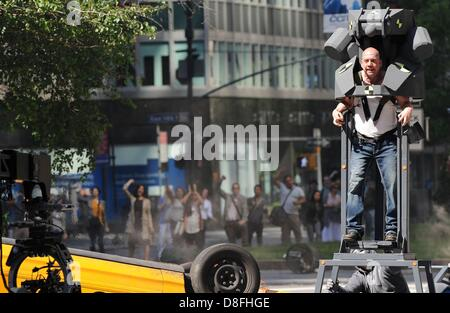 New York, USA. 27th May 2013. Paul Giamatti on location for SPIDER MAN Film Shoot in Manhattan, Park Avenue, Manhattan, New York, NY May 27, 2013. Photo By: Kristin Callahan/Everett Collection/Alamy Live News