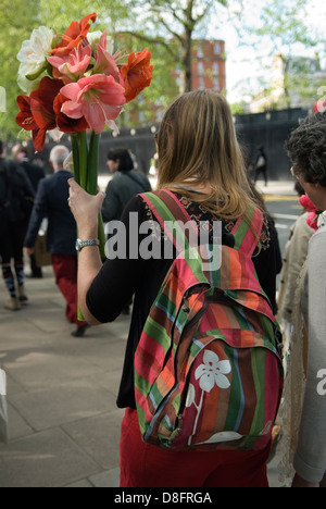 Chelsea Flower Show London. End of week long flower show visitors are able to buy exhibits to take home. HOMER SYKES - Stock Photo