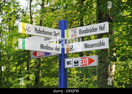 Hinweisschilder - Stock Photo