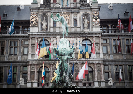 The Brabo-Statue in front of decorative merchant houses in the Grote Markt - Stock Photo