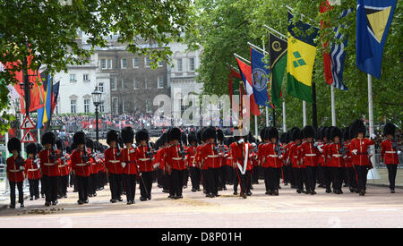 London, UK. 1st June, 2013. First rehearsal of the Trooping of Colour by the 1st Batallion Welsh Guards. A vibrant - Stock Photo