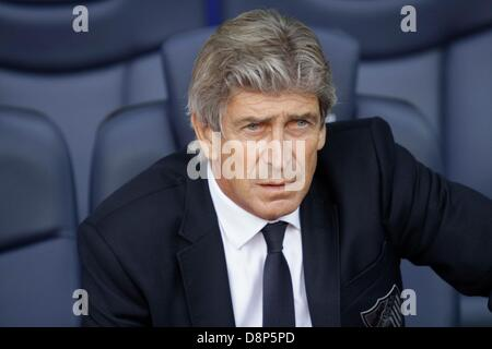 Barcelona, Spain. 1st June, 2013. Final day of 2012-13 La Liga season.   Picture shows Pelegrini (L)  before the - Stock Photo