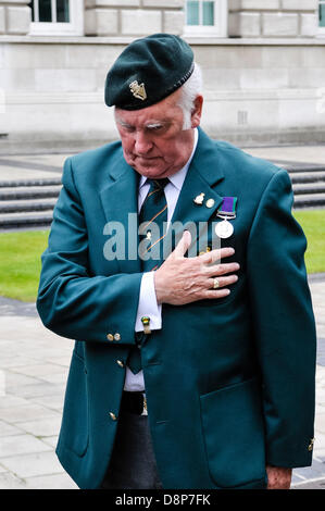 2nd June 2013, Belfast, Northern Ireland. An ex-soldier remembers fallen comrades at a  commemoration to the men - Stock Photo