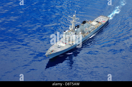 An aerial photo of the guided-missile destroyer USS Okane (DDG 77) as it maneuvers off the coast of Oahu. - Stock Photo