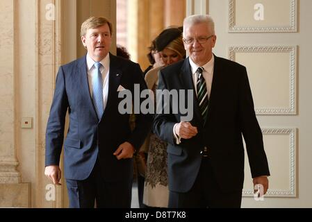 Stuttgart, Germany. 4th June, 2013. Premier of Baden-Wuerttemberg Winfried Kretschmann (R) leads Dutch King Willem-Alexander and Queen Maxima into a room for a round table discussion with business representatives at the New Palace in Stuttgart,Germany, 04 June 2013. The Dutch King and Queen are on a two-day trip to Germany. Photo: BERNDWEISSBROD/dpa/Alamy Live News Stock Photo