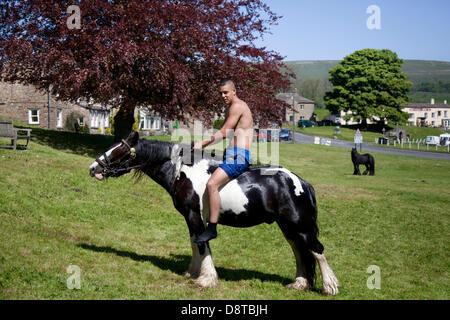 Bainbridge, Richmondshire, North Yorkshire, UK. 4th June, 2013. Brad Hill, 17 riding a Cob horse on the village - Stock Photo