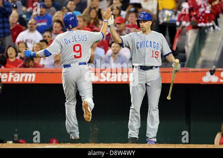 Anaheim, California, USA. 4th June 2013. Chicago Cubs center fielder David DeJesus (9) high fives Chicago Cubs right - Stock Photo