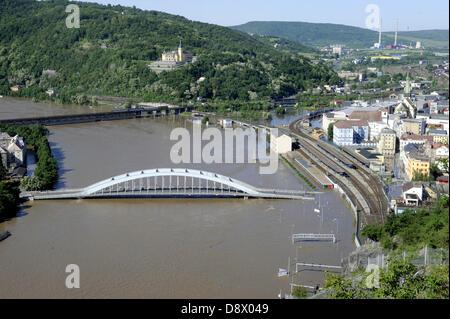 Usti nad Labem, Czech Republic. 5th June 2013. The closed Benes Bridge over the swollen Elbe river is seen in Usti - Stock Photo